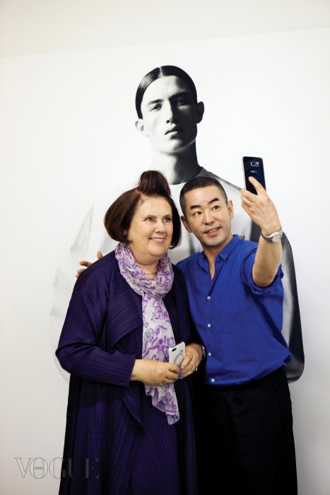 멘키스는 정욱준에게 한국의 디자이너로서 어떻게 세계적인 입지를 다졌는지에 대해 많은 질문을 했다.