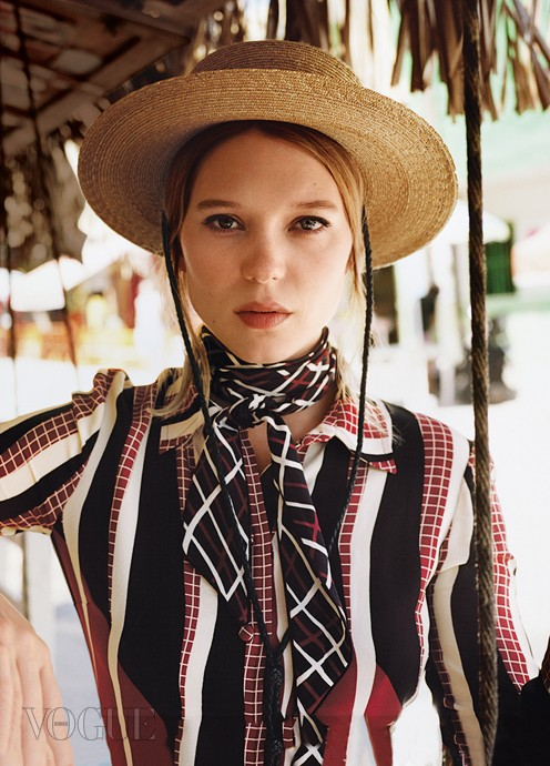 L챕a SEYDOUXSEYDOUX, IN GUCCI DRESS, GUCCI NECKTIE, AND RYAN ROCHE STRAW HAT