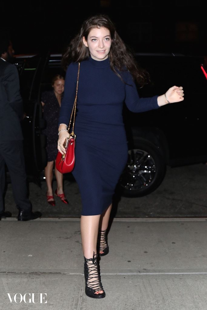 Lorde was spotted this evening returning from a night out with Jennifer Lawrence and friends