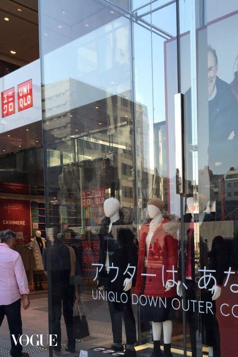 11-CREDIT-SUZYMENKESVOGUE-Uniqlo-on-the-streets-of-Tokyo-b