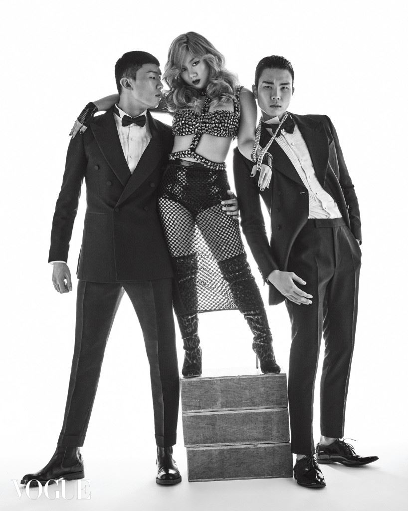 Madonna  박나래의 크리스털 장식 브라렛과 메시 스커트는 기 라로쉬(Guy Laroche), 레오퍼드 프린트의 싸이하이 부츠는 게스 슈즈(Guess Shoes), 손목 밴드 장식은 월포드(Wolford). 왼쪽 모델의 턱시도 수트와 셔츠는 김서룡 옴므(Kimseoryong Homme), 보타이는 제이백 쿠튀르(Jaybaek Couture), 부츠는 세르지오 로시(Sergio Rossi). 오른쪽 모델의 턱시도 수트와 셔츠는 김서룡 옴므, 보타이와 드레스 슈즈는 H&M.