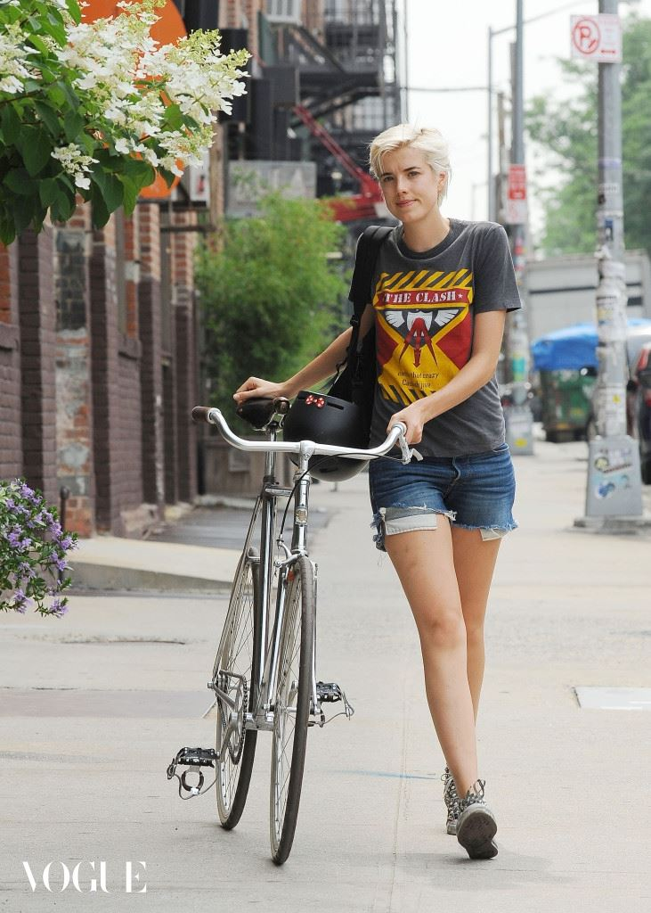 EXCLUSIVE: Agyness Deyn spotted in Brooklyn after a bicycle ride, NYC