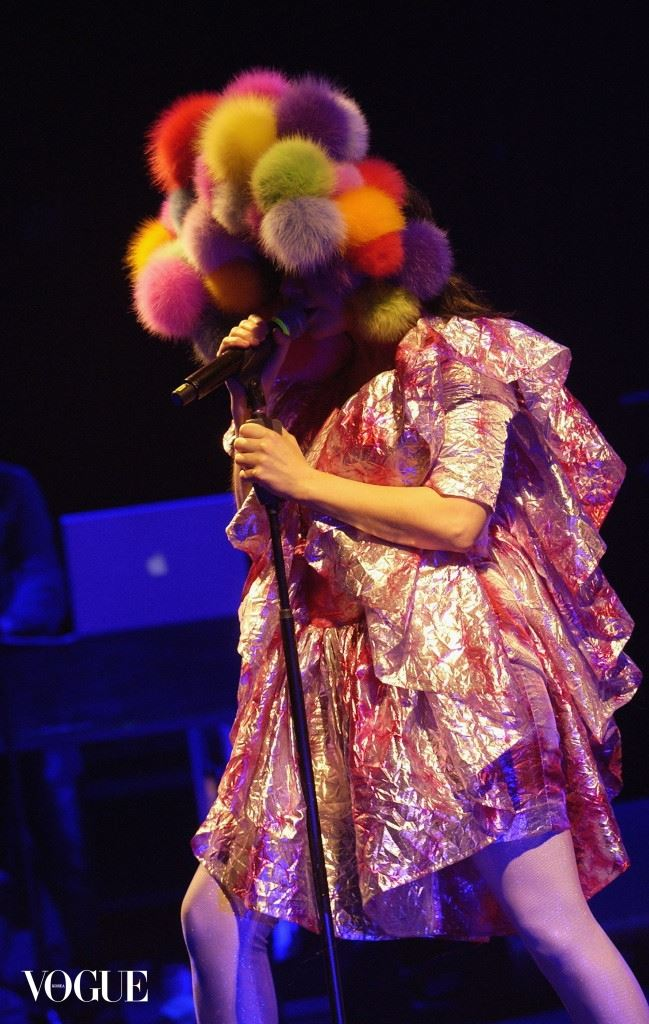 LONDON - APRIL 14:  Bjork performs at Hammersmith Apollo during her Volta world tour, on April 14, 2008 in London, England.  (Photo by Jim Dyson/Getty Images)