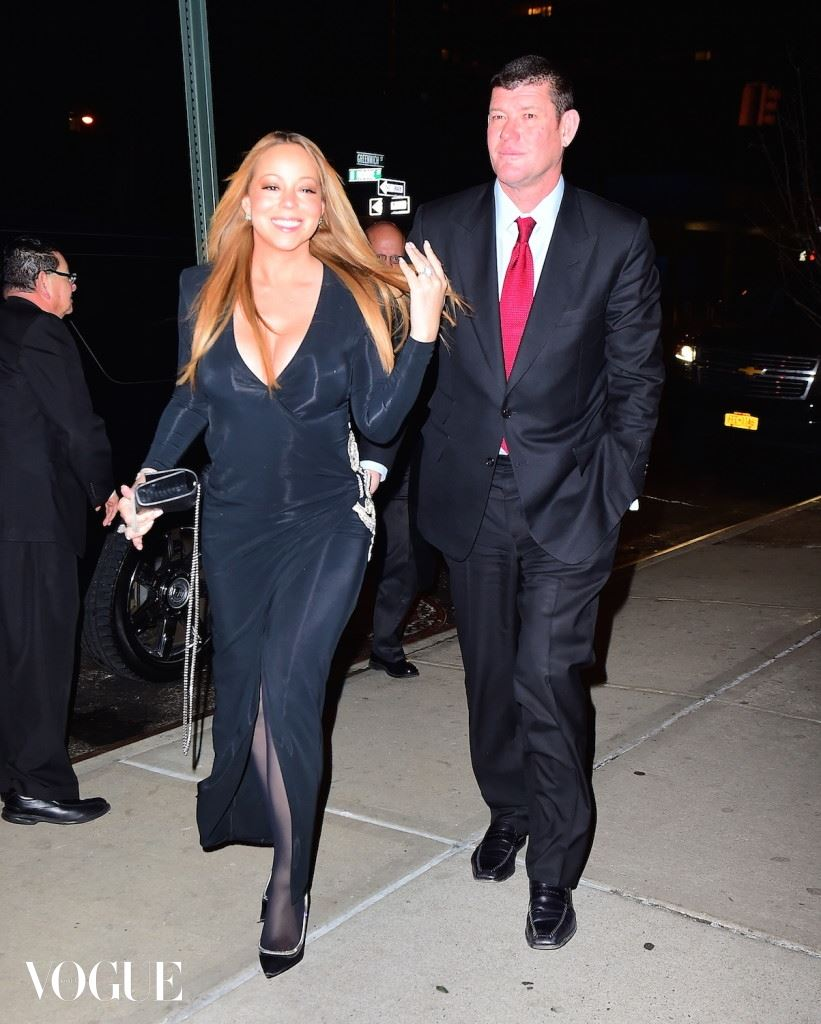 EXCLUSIVE: ***PREMIUM EXCLUSIVE RATES APPLY* *NO WEB UNTIL 1.30AM PST, JANUARY 23, 2016*** Newly-engaged Mariah Carey shows off her huge engagement ring as she steps out with James Packer in New York City