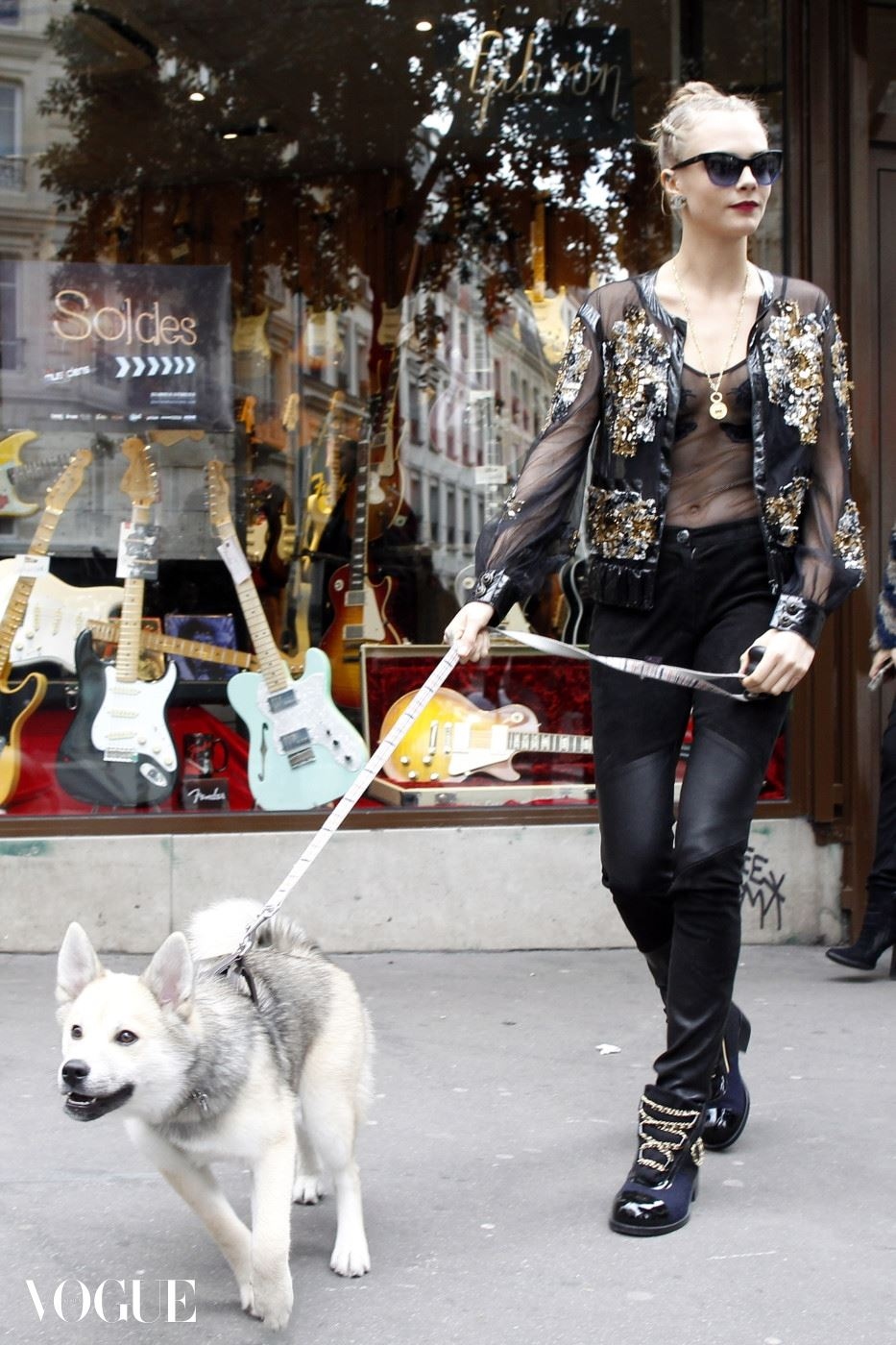 Cara Delevingne and her dog Leo do some shopping at the guitar legend store in Paris Pictured: Cara Delevingne Ref: SPL1214895  260116   Picture by: Splash News Splash News and Pictures Los Angeles:310-821-2666 New York:212-619-2666 London:870-934-2666 photodesk@splashnews.com