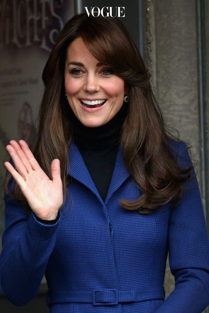 영국의 진정한 왕족 케이트 미들턴! 그녀는 이제 공식 명칭 Catherine, Duchess of Cambridge라는 난해한 이름으로 불릴 만큼 한 나라를 대표하는 인물이 되었습니다.
