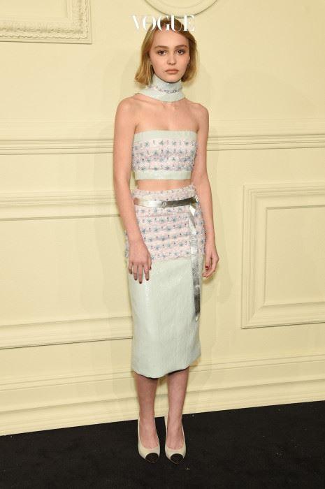 릴리가 새삼 주목을 받기 시작한 건 작년 3월 샤넬 잘츠부르크 컬렉션 쇼장에 등장한 순간부터.