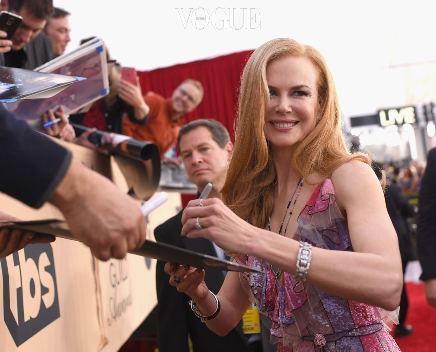 LOS ANGELES, CA - JANUARY 30:  Actress Nicole Kidman signs autographs at The 22nd Annual Screen Actors Guild Awards at The Shrine Auditorium on January 30, 2016 in Los Angeles, California. 25650_014  (Photo by Larry Busacca/Getty Images for Turner)