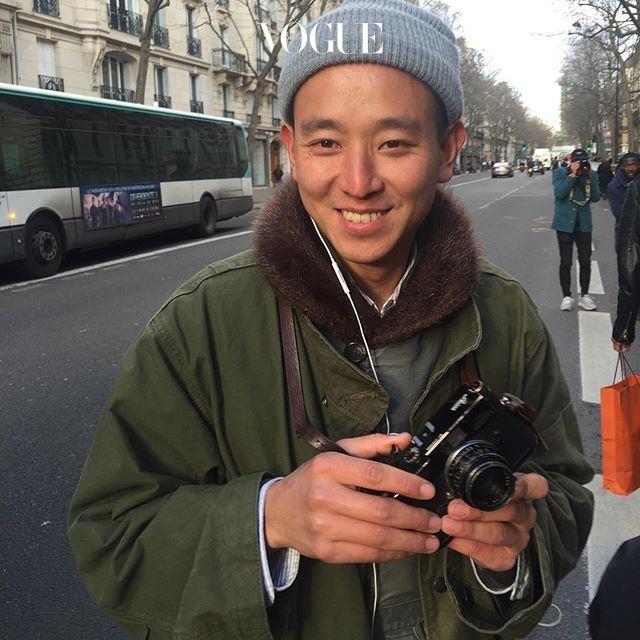 전세계 패션위크 스트리트를 점령한 사진가 남현범. 에르메스 쇼장 앞에서 그와 딱 마주쳤습니다. 이번엔 가 그를 포착했군요!  스트리트 사진을 몇단계 '업그레이드'시키고 있는 그의 최신작업을 곧 에서 만날 수 있답니다.