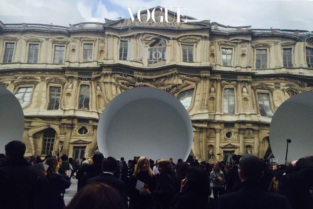Dior-backdrop