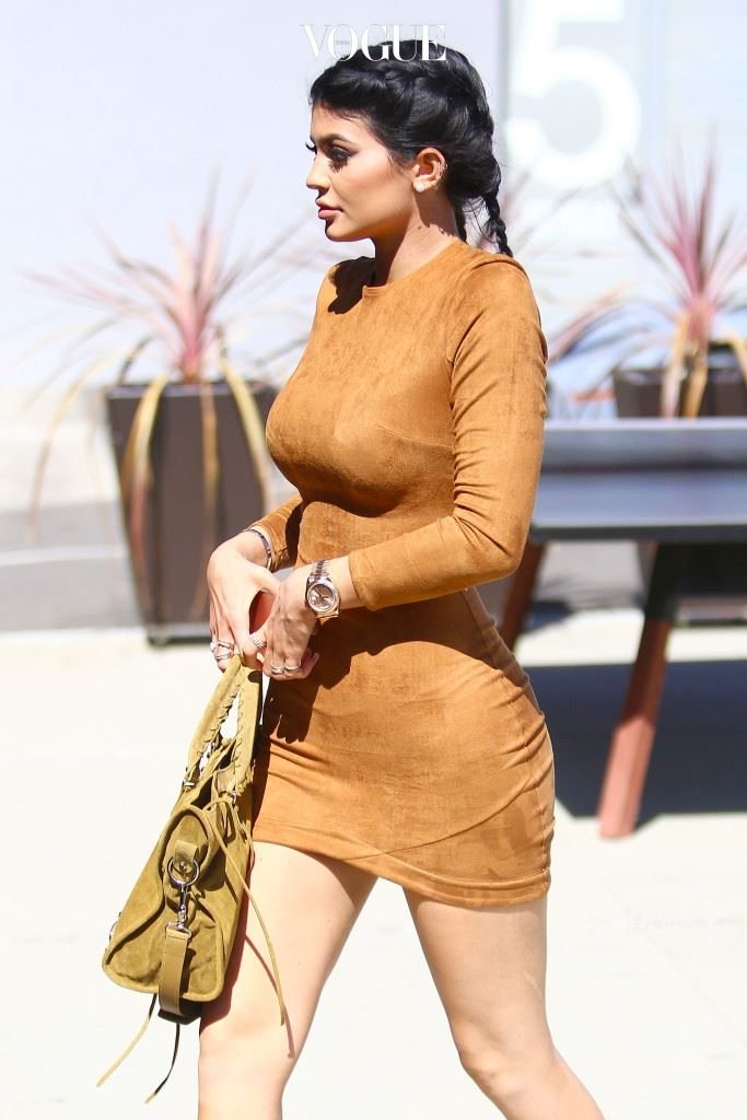 UK CLIENTS MUST CREDIT: AKM-GSI ONLY Culver City, CA - 'The Kardashians' star Kylie Jenner shows off her famous curves as she films scenes for her reality show at a local Culver City Studio. Pictured: Kylie Jenner Ref: SPL1139833  290915   Picture by: AKM-GSI / Splash News