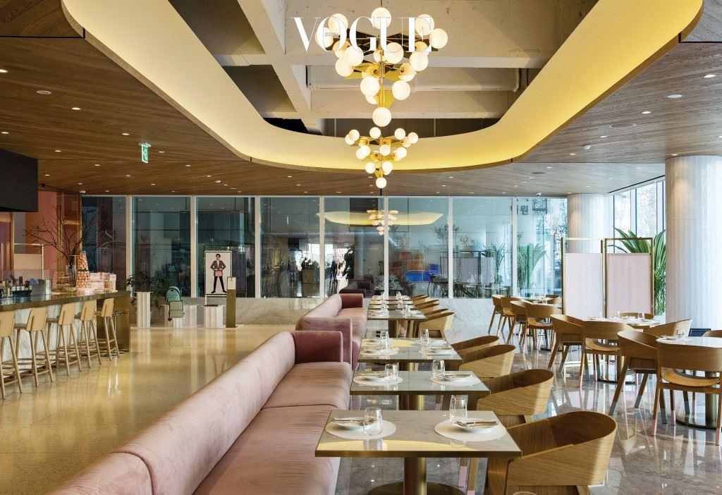 이곳의 최대 장점은 한 공간에서 쇼핑, 전시, 클래스 수강, 외식 등 다채로운 문화 활동이 가능하다는 사실. 그 가운데 단연 으뜸은? 서울의 먹거리를 즐길 수 있는 SUM 카페!