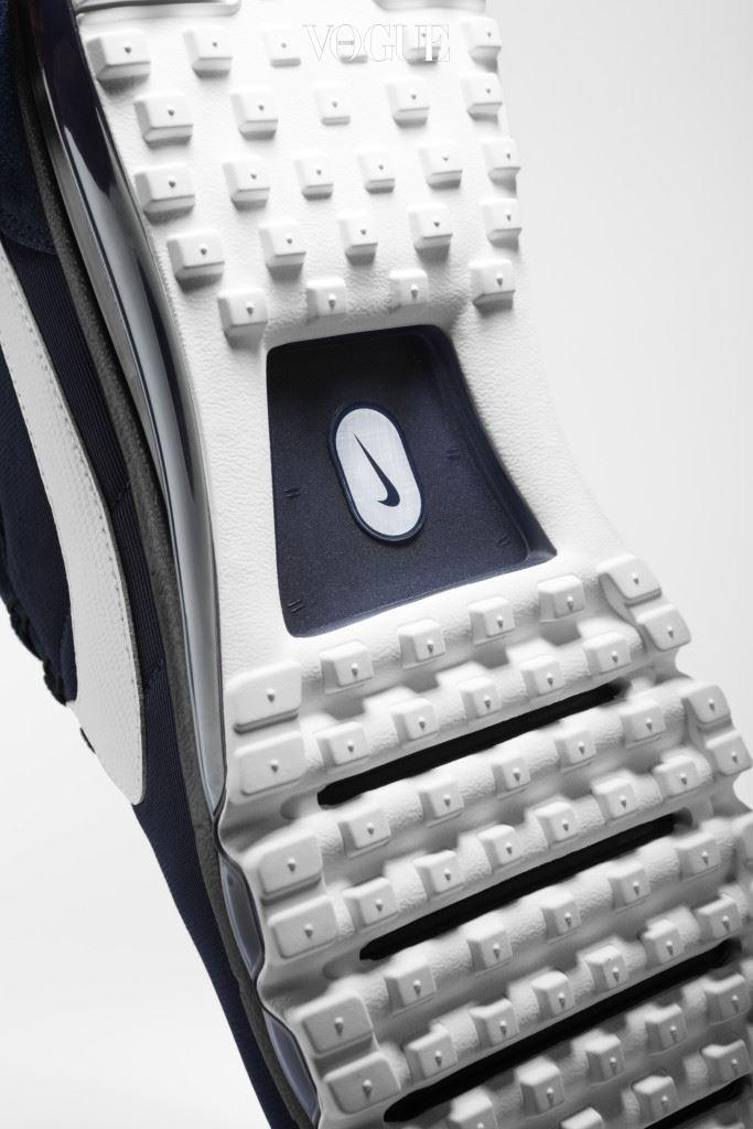 경량성과 유연한 쿠셔닝을 제공해줄 나이키 에어맥스 2014 플랫폼.