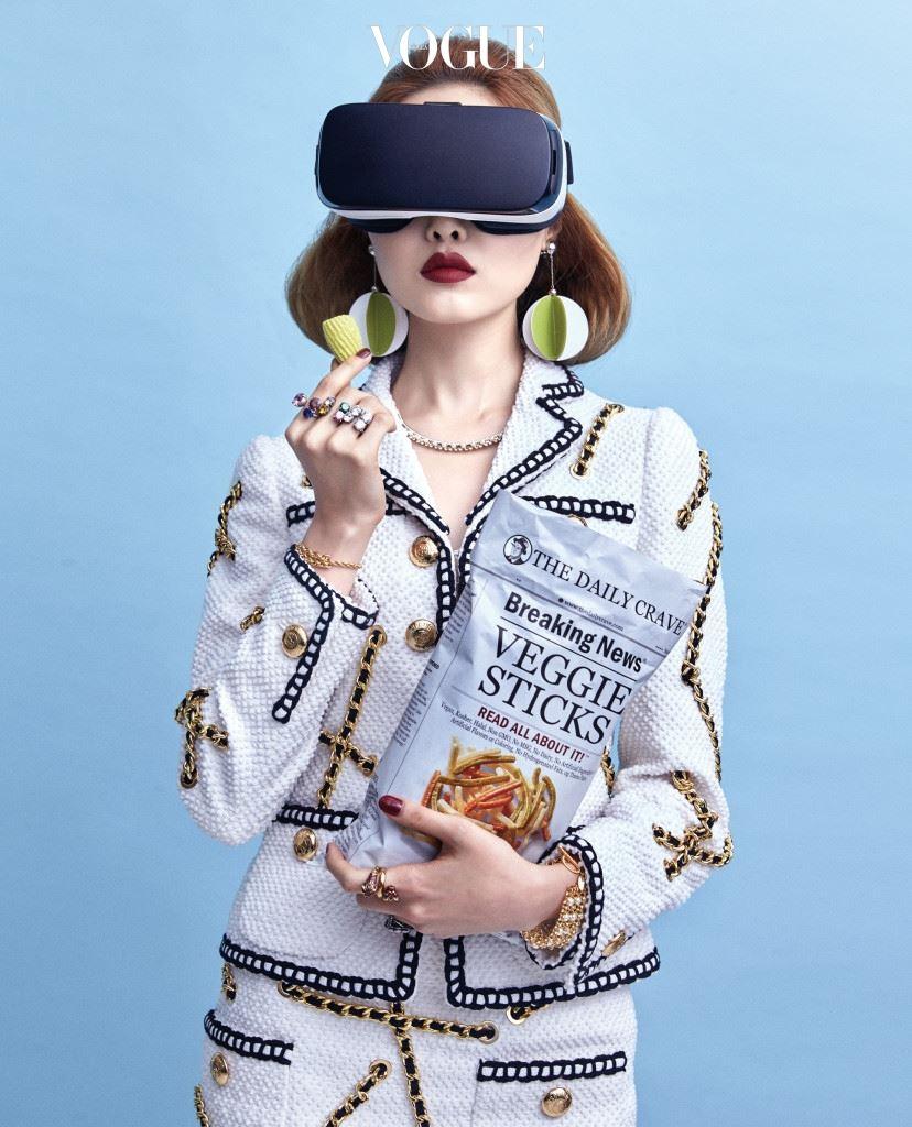 '화끈한 감자'로 떠오른 VR. 360도로 신세계를 만날 수 있는 새로운 세상에 패션이 뛰어들었다.가상현실이라는 미지의 대륙을 향한 패션계의 도전.