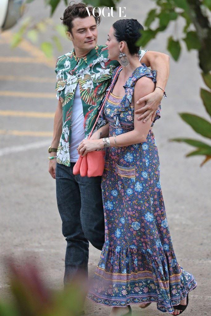 상상하지 마 반전: 90도 각 잡고 그녀의 팔살을 가려주는 '매너손' 어깨동무 포즈에 감격할 수 있음. 올랜드 블룸(Orlando Bloom)/케이티 페리(Katy Perry)