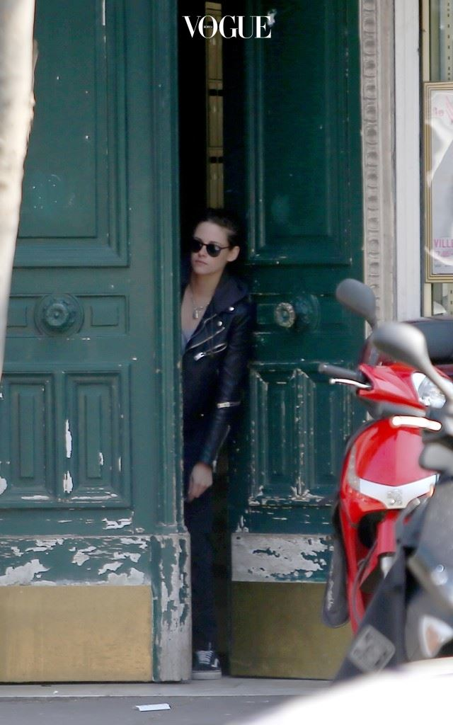 Kristen Stewart and Soko in Paris Paris, France March 17th 2016 Pictured: Kristen Stewart Ref: SPL1248104  170316   Picture by: KCS Presse / Splash News Splash News and Pictures Los Angeles:310-821-2666 New York:212-619-2666 London:870-934-2666 photodesk@splashnews.com