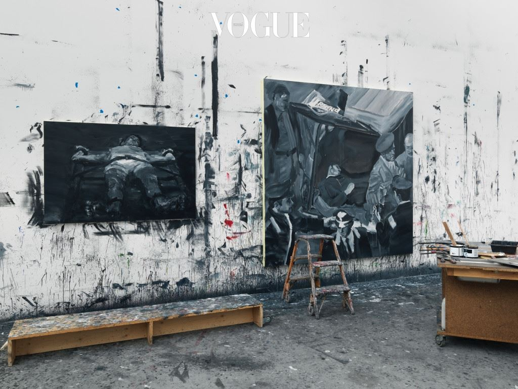 지난 2000년 즈음부터 나는 얀 페 이밍(Yan Pei-Ming)의 스튜디오를 종종 방문하곤 했다. 그 는 아무리 바빠도 자신의 그림에 애정을 보내는 손님들에게 차를 대접하면서 귀한 시간을 나누고 편하게 작품을 감상하 도록 배려해준다. 그의 스튜디오에서 가장 눈에 띄는 것은 현 재 작업이 진행 중인 대형 캔버스다. (사진) 디종에 위치한 얀 페이밍의 스튜디오.