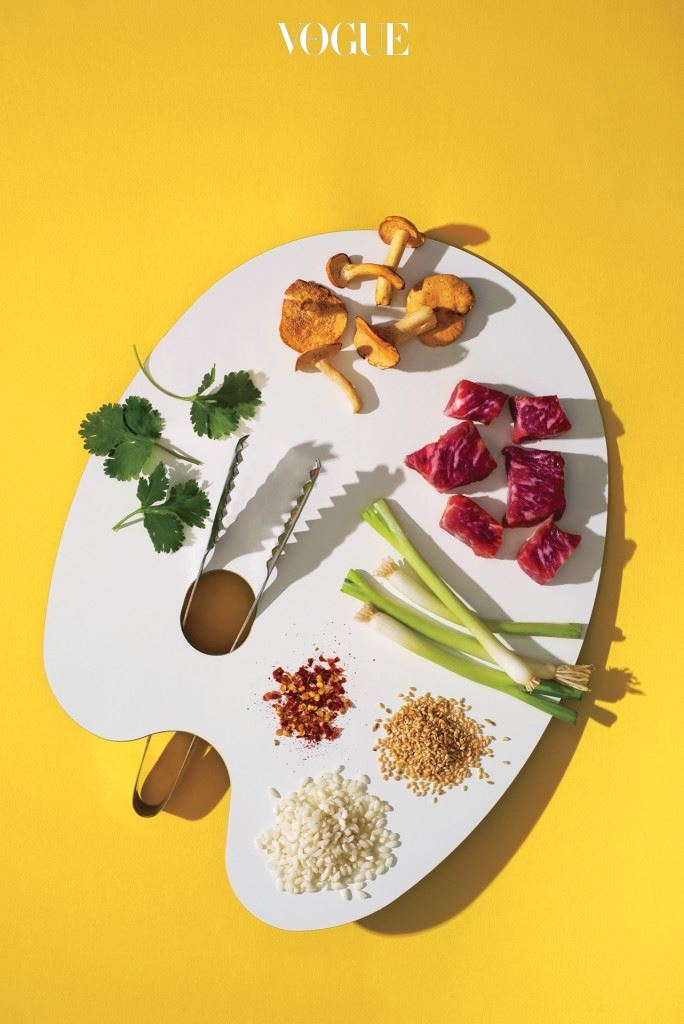 띵동! 계량된 식재료와 양념, 레시피를 담아 코앞까지 배달해주는 '쿠킹 박스'로 건강하고 맛도 좋고 포토제닉한 음식을 식탁에 올리는 일이 가능해졌다. 추가로 필요한 건 라면 끓이는 정도의 노동력이다. 쿠킹 박스 하나면 요리를 해본 적 없는 사람도 일정 수준 이상의 맛을 낼 수 있다. 레시피에 충실히 따르면 요리가 완성된다는 점에서 쿠킹 박스는 그림 그리기보다는 컬러링북 색칠하기에 가깝다.