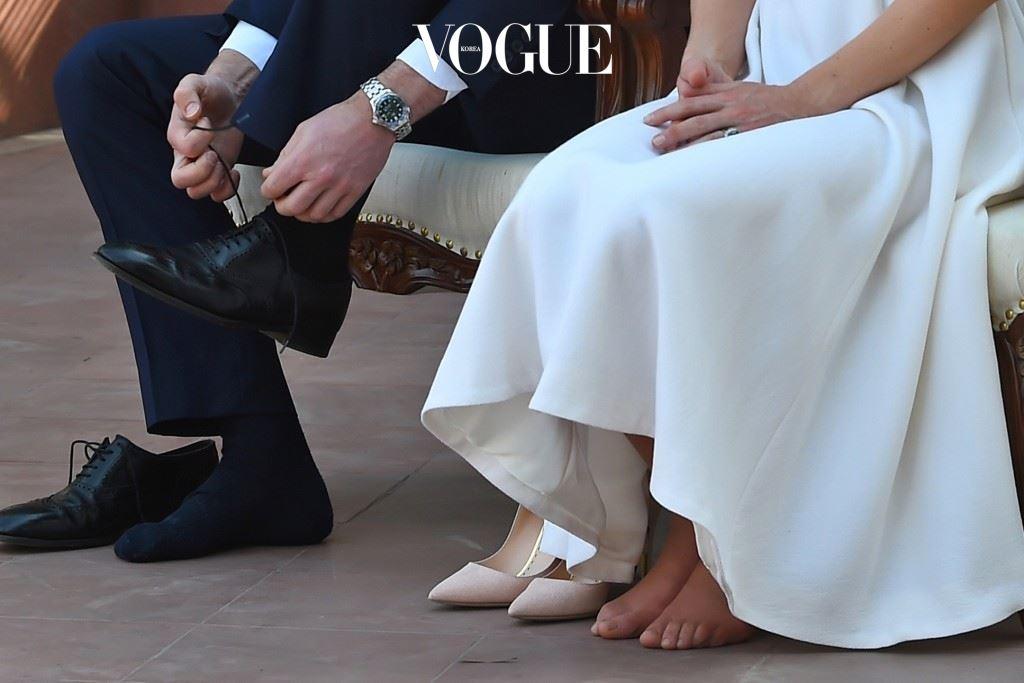 무엇보다 사람들의 마음에 감동을 주었던 것은 인도 건국의 아버지인 마하트마 간디를 향한 존경의 의미로 그의 기념관을 방문했을 때 신발을 벗었던 일.
