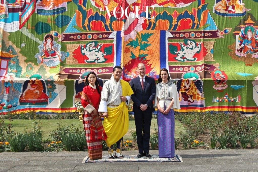 이런저런 훈훈한 이야기도 화제지만, 사실 그것보다 더 뜨거운 이슈가 있습니다. 바로, 인도와 부탄의 현지 느낌을 완벽하게 살려낸 케이트 미들턴의 로얄 스타일링!