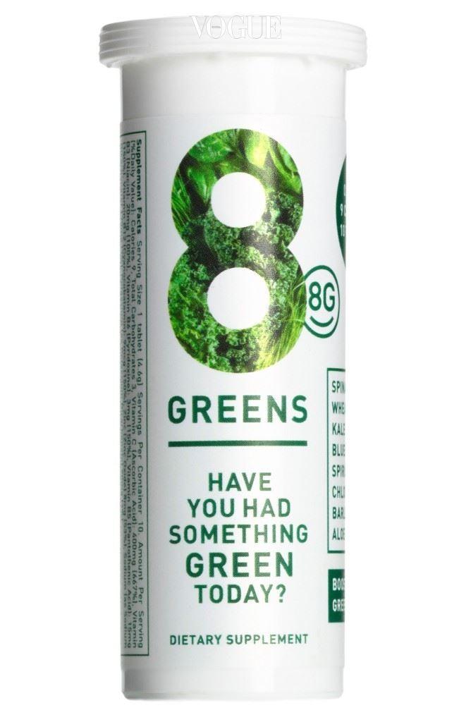 8G 발포 비타민제에 이어 발포 그린 주스가 나왔다! 8G는 '8 Greens'의 약자로 물에 넣으면 그린 주스로 변신하는 신통방통한 이너 뷰티 제품. 케일, 시금치, 블루 그린 알게, 밀싹 등 여덟 가지 푸릇푸릇한 녹색 채소가 주성분으로, 내 몸에 부족한 비타민과 미 네랄을 충전하고 항산화 작용에도 한몫한다. 동그란 태블릿 하나당 열량은 9kcal이기에 살찔 염려 없고, 밍밍한 물 대신 마시기에도 제격. 8greens.com