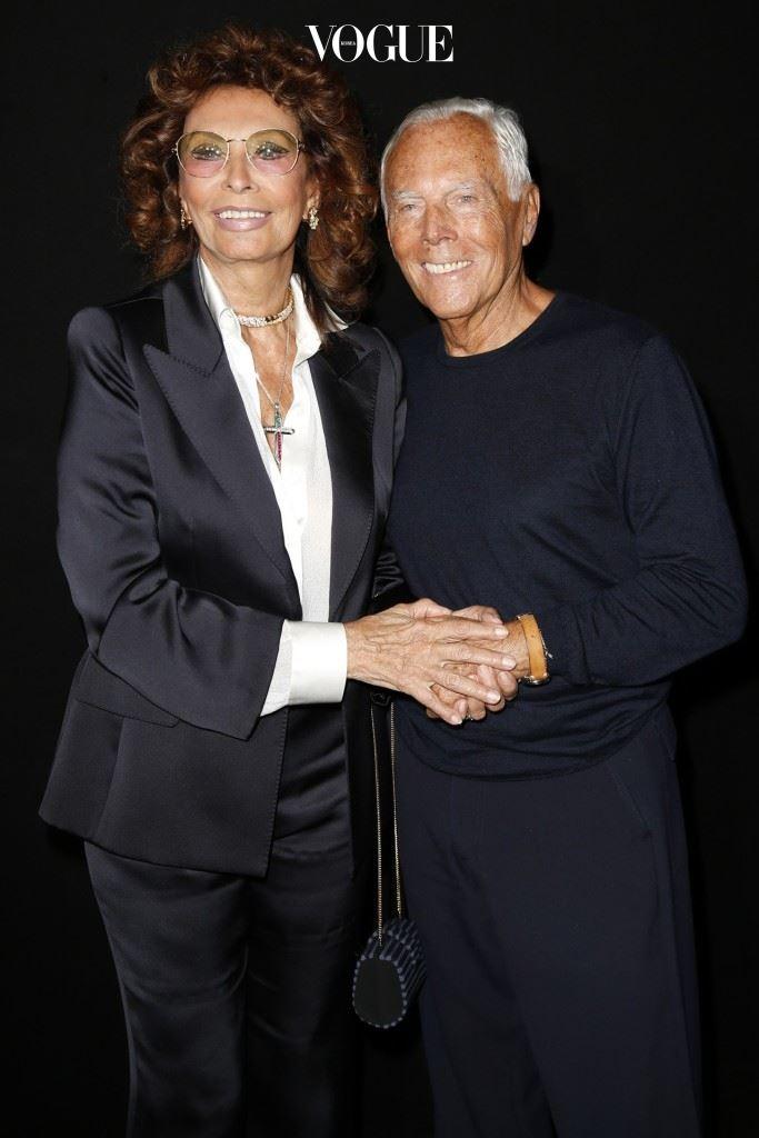 조르지오 아르마니와 조카 로베르타가 레오나르도 디카프리오, 티나 터너와 시간을 보내고 있다.