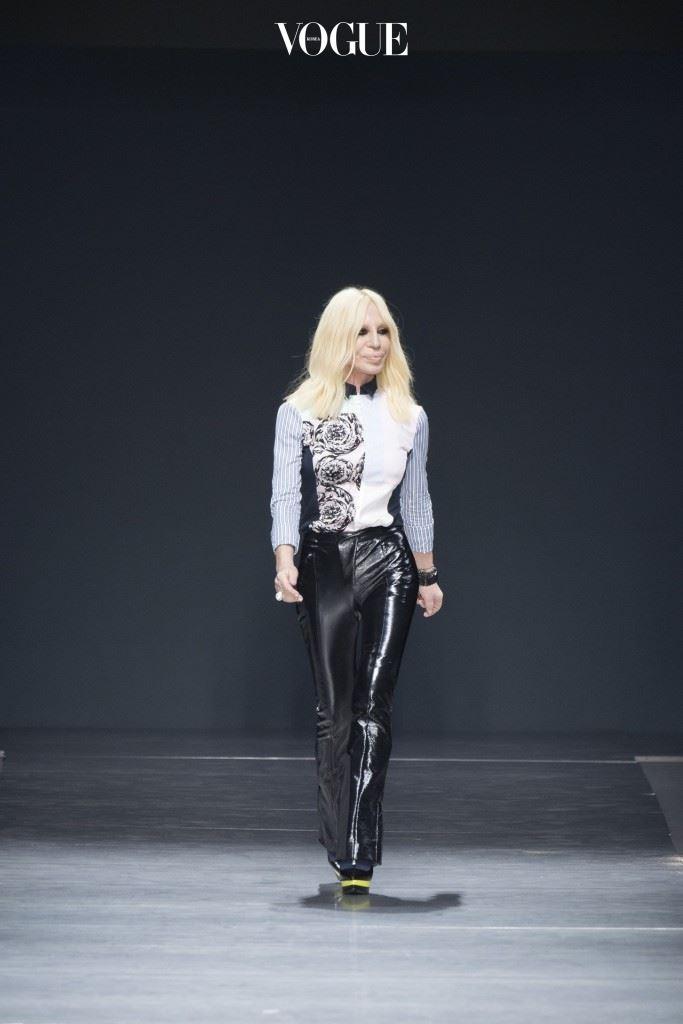 도나텔라 베르사체는 패션부문에서 속도를 내고 있다.