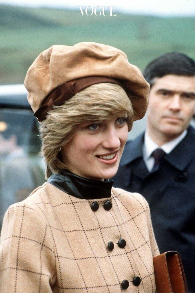 다이애나 비가 1982년 웨일즈 공식방문 시 스테판 존스의 베레를 쓰고 있다.