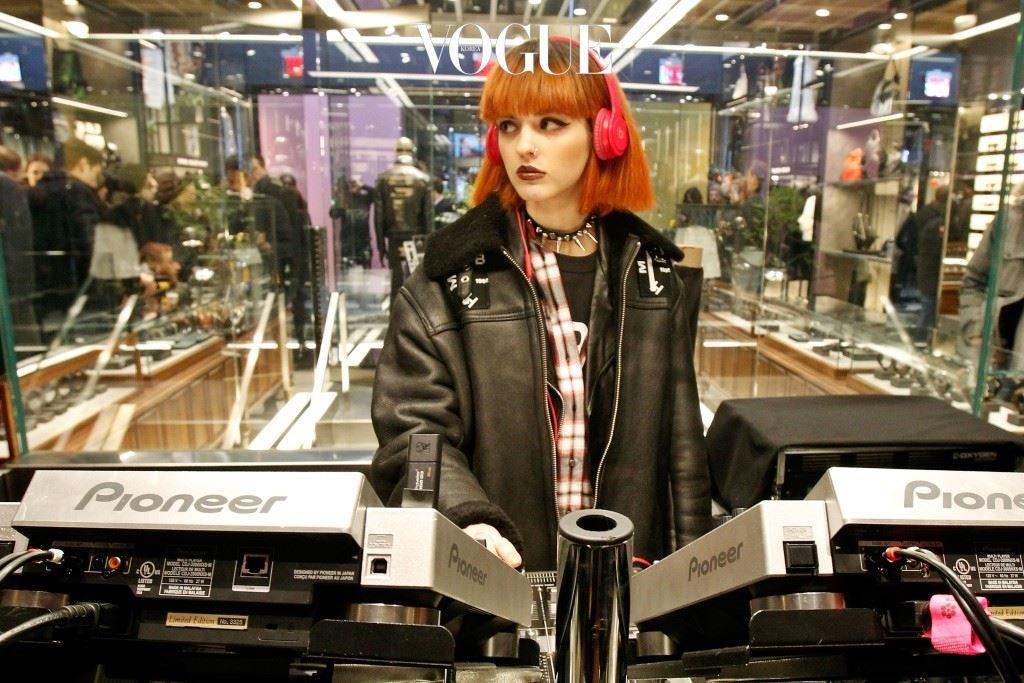 1994년 스페인에서 태어나 DJ와 모델로 활동 중인 시타 애블런(Sita Abellán)!