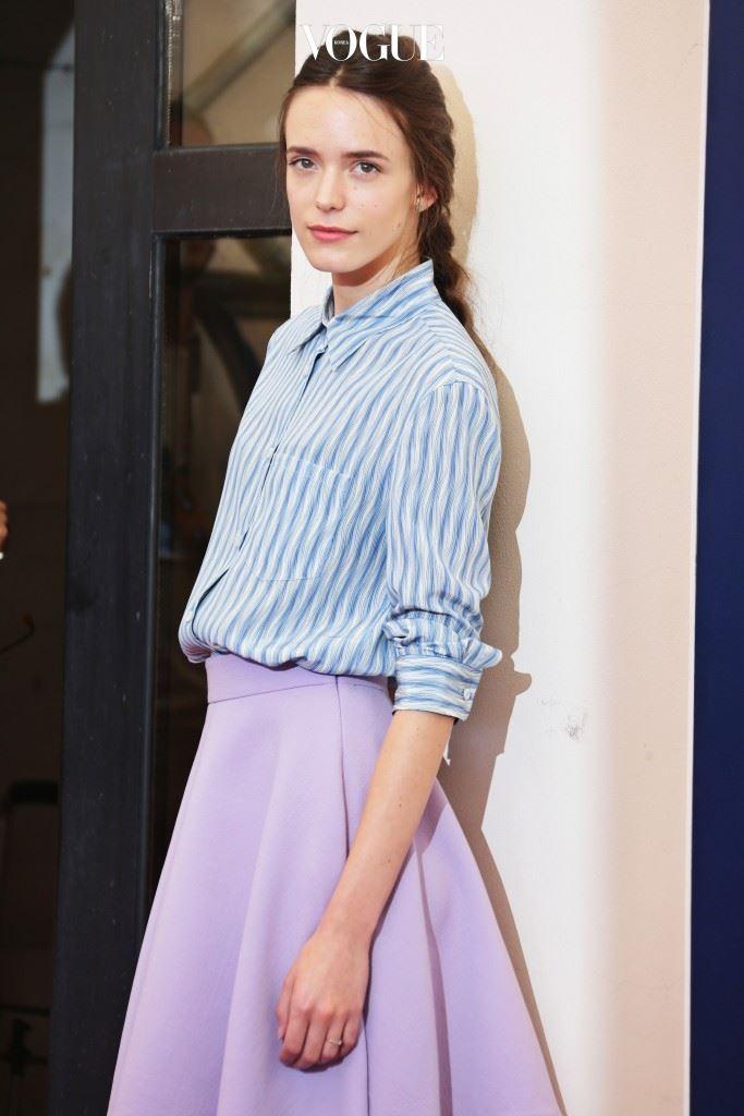 1991년 1월 1일 파리에서 태어난 스테이시는 학교를 졸업한 후 런던으로 건너가 배우의 꿈을 키우며 모델 일을 시작하죠.