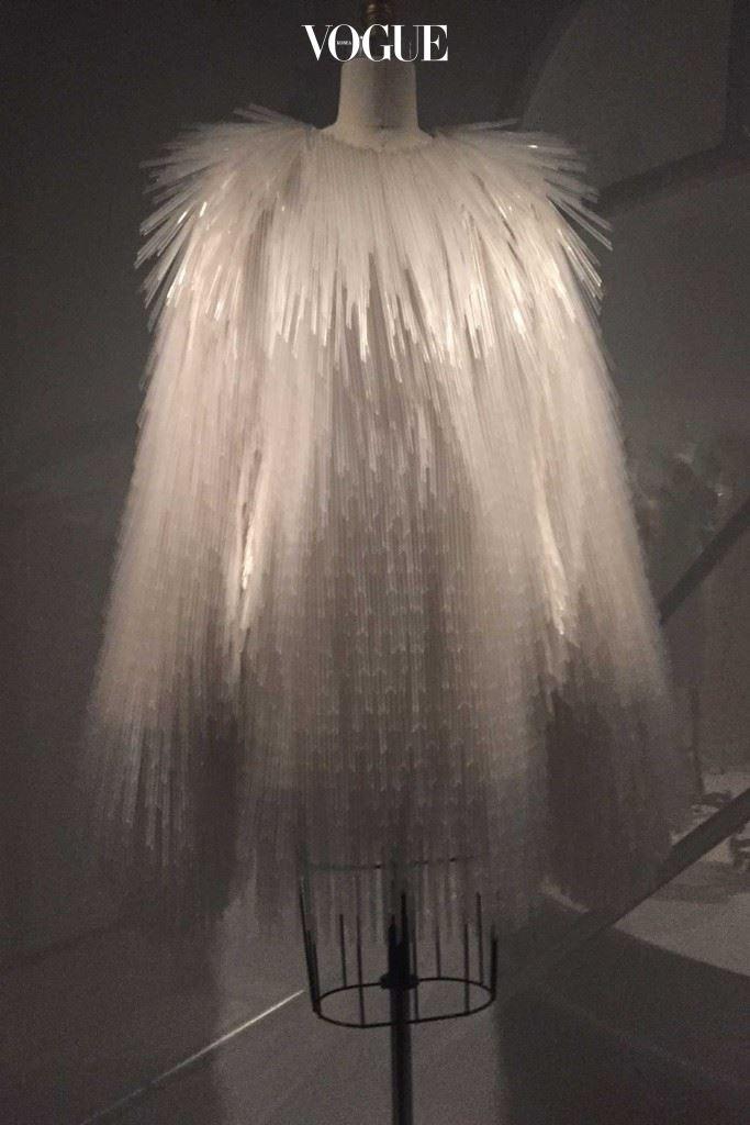 가레스 퓨의 칵테일 드레스.