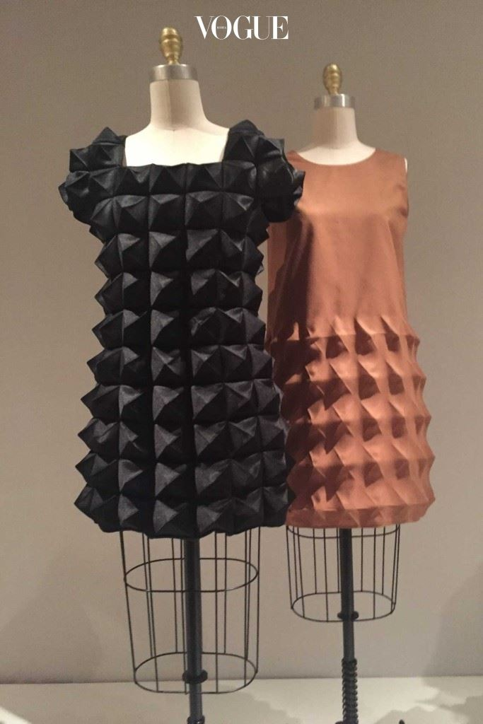 준야 와타나베의 3D시프트 드레스.