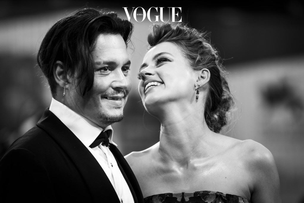 VENICE, ITALY - SEPTEMBER 05:  (EDITORS NOTE: This image has been converted in black and white) An alternative view of Johnny Depp and Amber Heard at the premiere of 'The Danish Girl' during the 72nd Venice Film Festival at Sala Grande on September 5, 2015 in Venice, Italy.  (Photo by Tristan Fewings/Getty Images)