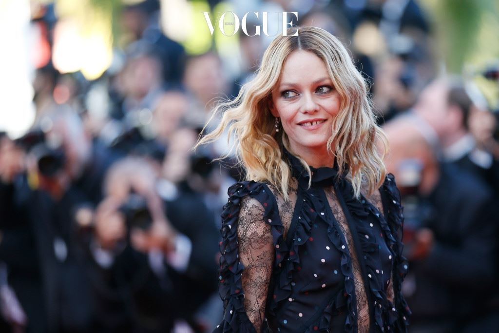 """CANNES, FRANCE - MAY 15:  Vanessa Paradis attends the """"From The Land Of The Moon (Mal De Pierres)"""" premiere during the 69th annual Cannes Film Festival at the Palais des Festivals on May 15, 2016 in Cannes, France.  (Photo by Tristan Fewings/Getty Images)"""