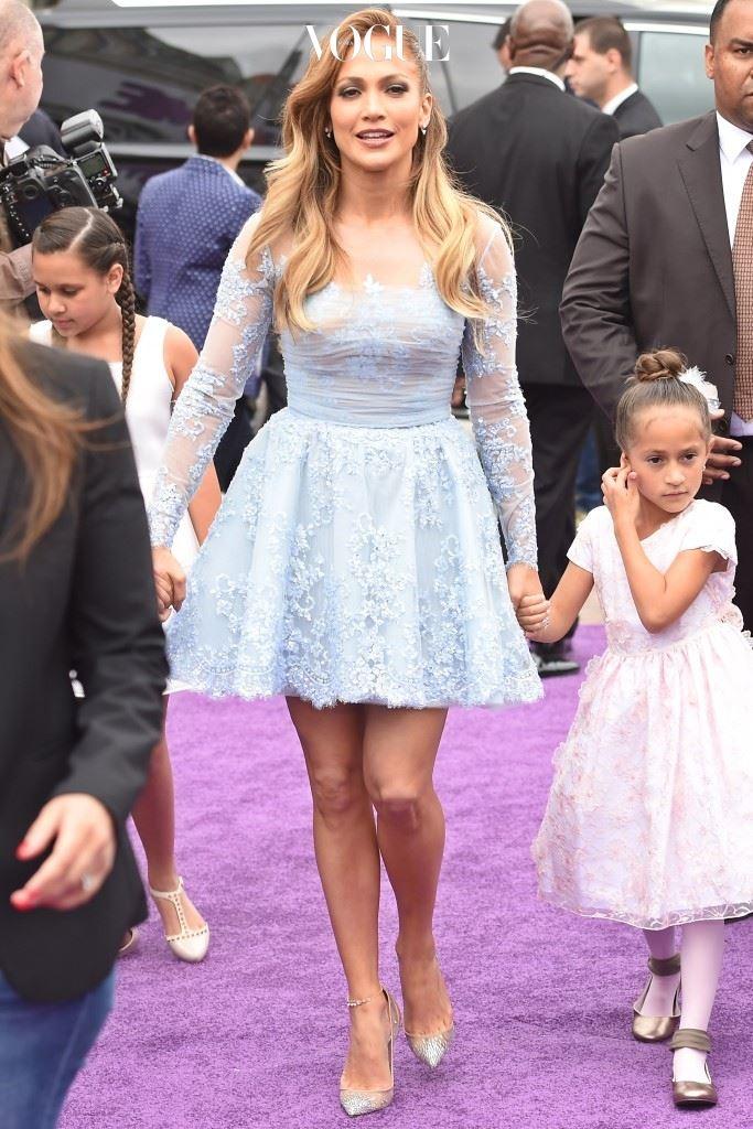 한 쪽 발목에 여러 겹 두르기도 하고, 제니퍼 로페즈(Jennifer Lopez)