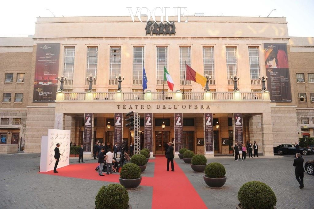 라 트라비아타 공연이 진행되고 있는 로마 오페라 극장.