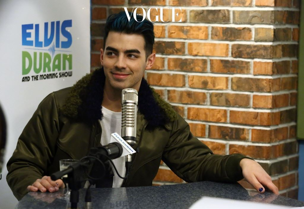 """NEW YORK, NY - DECEMBER 11:  (EXCLUSIVE COVERAGE) Joe Jonas & DNCE visit """"The Elvis Duran Z100 Morning Show"""" at Z100 Studios on December 11, 2015 in New York City.  (Photo by Astrid Stawiarz/Getty Images)"""