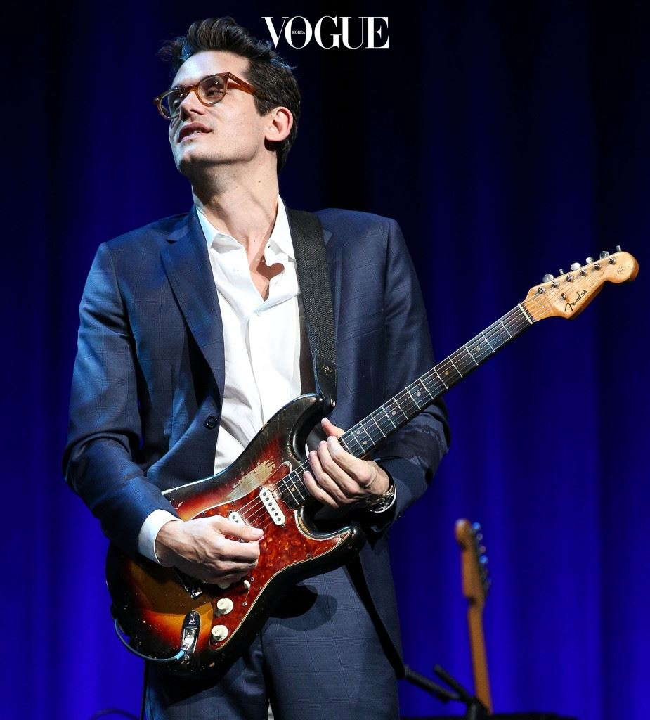 HOLLYWOOD, CA - NOVEMBER 09:  Musician John Mayer performs onstage at the 2014 Thelonious Monk International Jazz Trumpet Competition at Dolby Theatre on November 9, 2014 in Hollywood, California.  (Photo by Imeh Akpanudosen/Getty Images for Thelonious Monk Institute of Jazz)