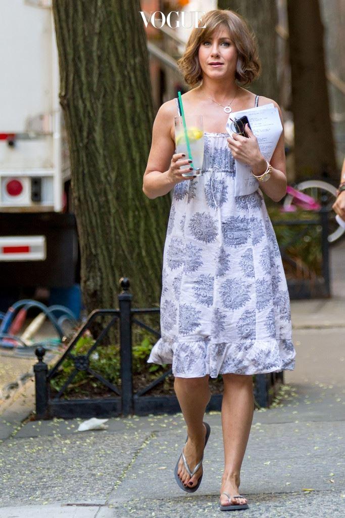 제니퍼 애니스톤(Jennifer Aniston) 물 + 단백질 파우더, 바나나, 체리, 마카 가루, 아마씨 가루, 호두 운동을 마치고 섬유질과 단백질 보충을 위해 마시는 스무디! 아침 식사 대용으로도 좋답니다.