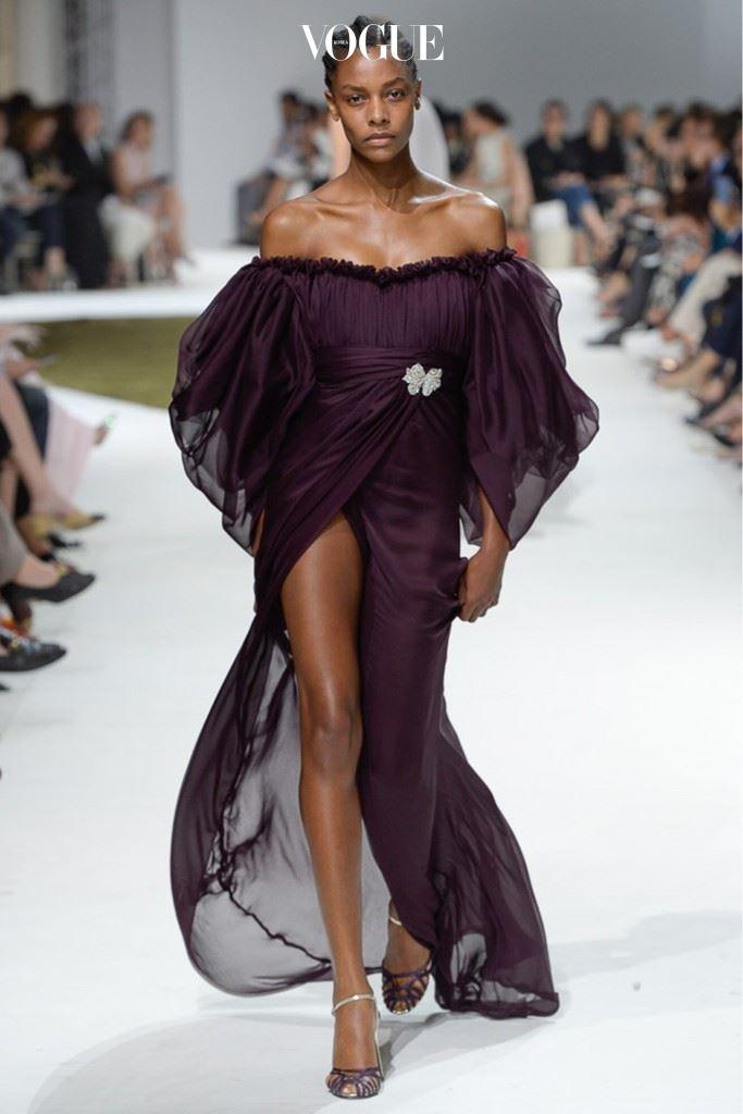 지암바티스타 발리는 고객의 요구를 완벽히 반영했다. 로맨틱 드레스.