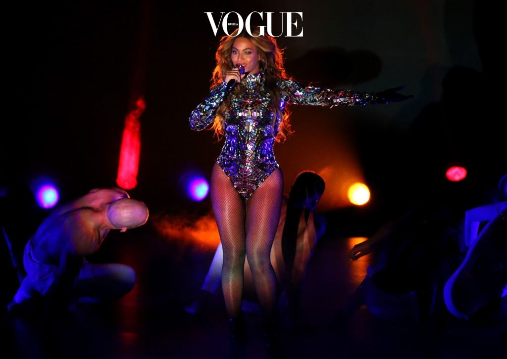 INGLEWOOD, CA - AUGUST 24:  Singer Beyonce performs onstage during the 2014 MTV Video Music Awards at The Forum on August 24, 2014 in Inglewood, California.  (Photo by Mark Davis/Getty Images)
