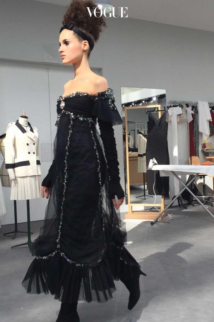 Chanel-atelier-black-gauze-dress-CREDIT-SuzyMenkesVogue