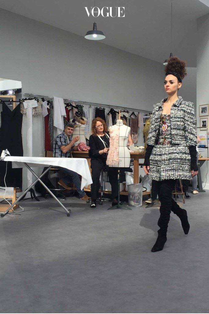 Chanel-atelier-tweed-mini-suit_CREDIT-SuzyMenkesVogue