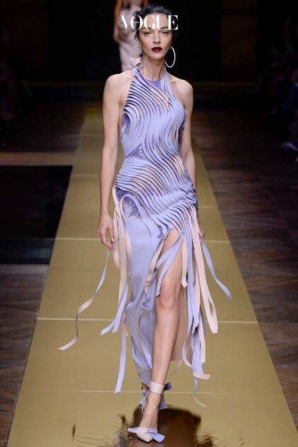 레드카펫에서 빛을 발할 '대담하고도 유혹적인' 드레스.