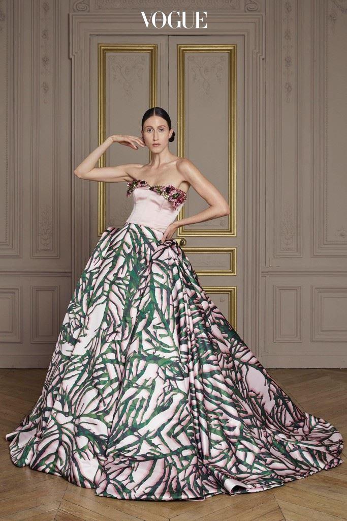 자일스 디컨이 직접 제작한 프린트 드레스.