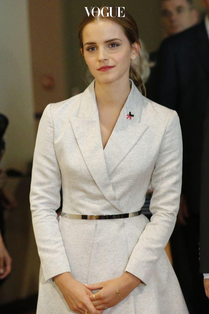 엠마 왓슨(Emma Watson) 2014년부터 유엔 여성기구의 친선대사로 활동해온 엠마 왓슨. 같은 해 뉴욕 유엔본부에서 진행된 여성 인권신장 캠페인 'He For She' 행사에서 첫 연설을 했답니다. '페미니즘'은 남성에 대한 혐오가 아닌, 남녀 모두 동등한 기회를 가져야 한다는 것에 대해 이야기하며 전세계 10억 명의 남성들에게 지지자로 나서줄 것을 호소했습니다.