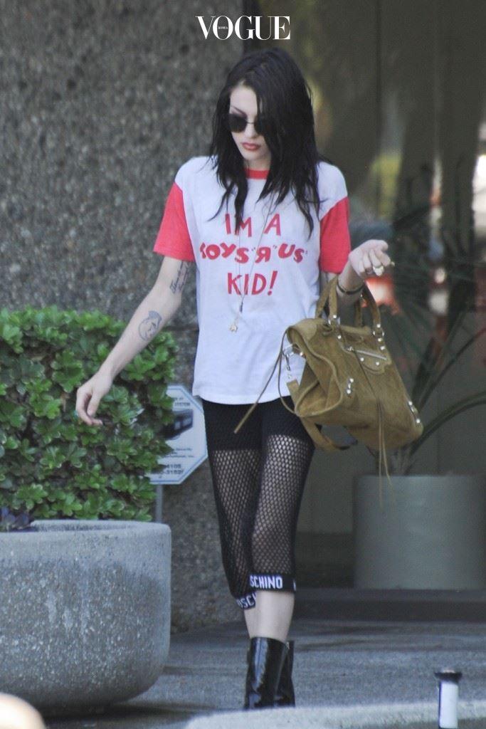 """프랜시스 빈 코베인(Frances Bean Cobain) """"I'M A Toys 'R' Us KID!"""""""