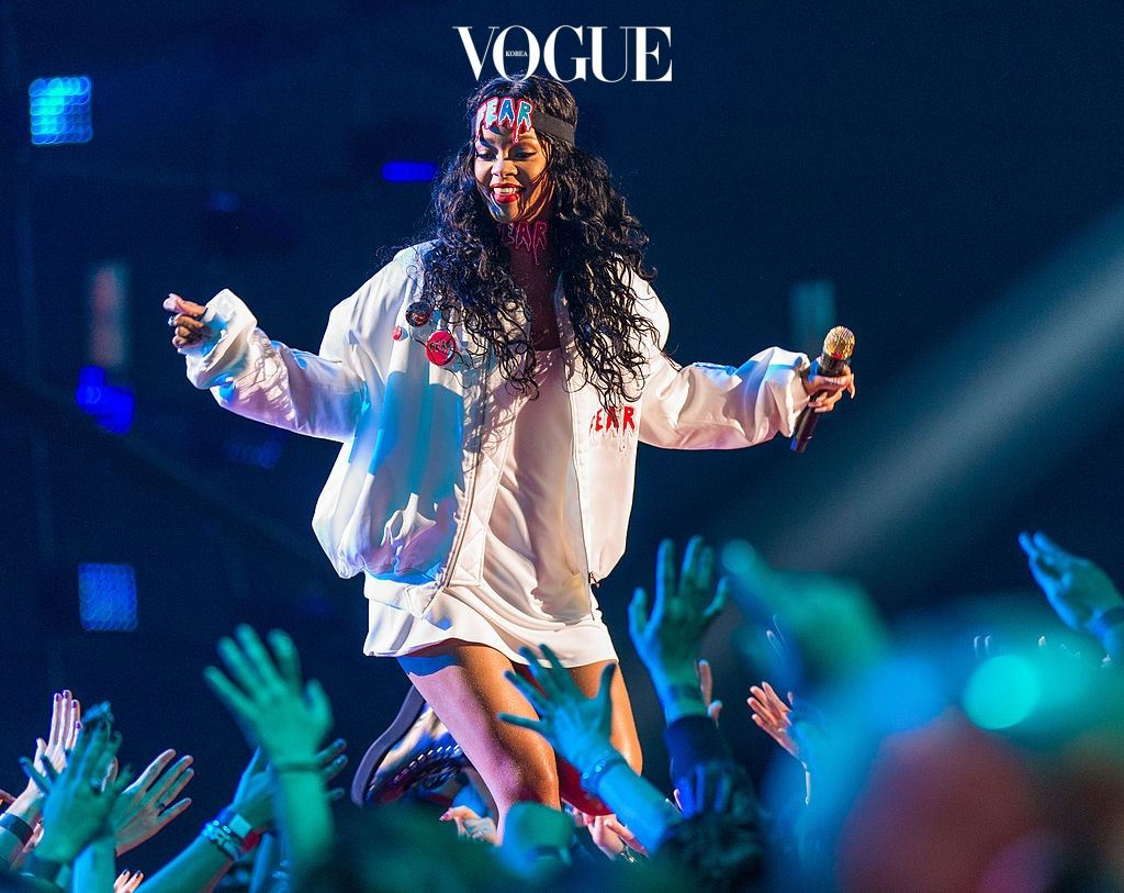 LOS ANGELES, CA - APRIL 13:  Recording artist Rihanna performs onstage at the 2014 MTV Movie Awards at Nokia Theatre L.A. Live on April 13, 2014 in Los Angeles, California.  (Photo by Christopher Polk/Getty Images for MTV)