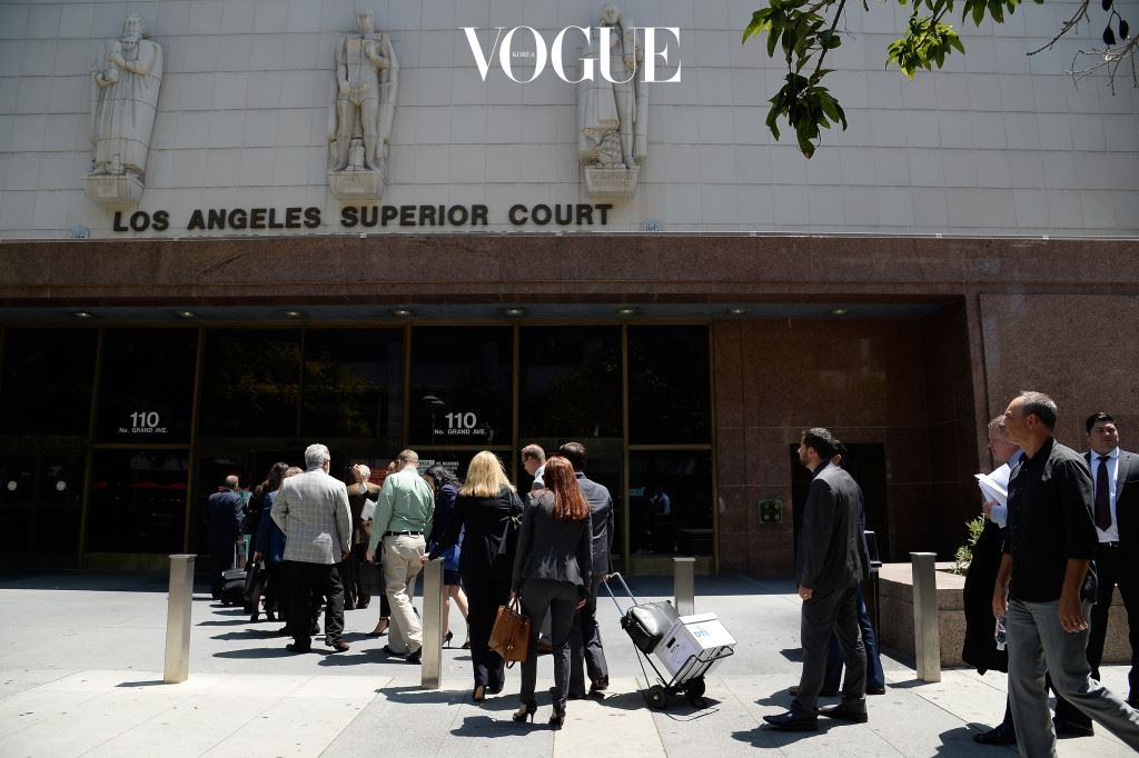 LOS ANGELES, CA - AUGUST 09:  A view outside Stanley Mosk Courthouse as Amber Heard's lawyer Samantha Spector arrives for a court appearance on August 9, 2016 in Los Angeles, California. Heard is requesting an extension of a stay-away order against estranged husband Johnny Depp, who she alleges physically abused her during a fight in May.  (Photo by Kevork Djansezian/Getty Images)