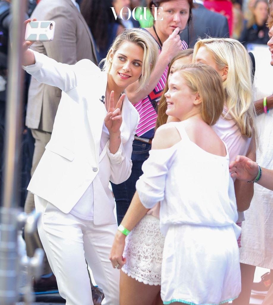 크리스틴 스튜어트 (Kristen Stewart) 카리스마 넘치는 표정으로 한 방.